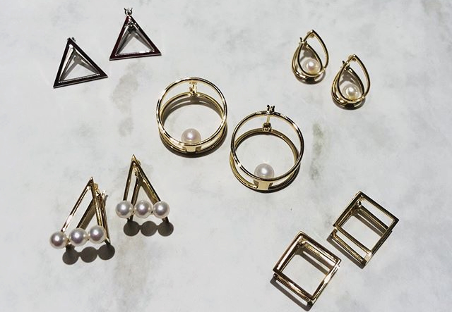 Wrap pierced collectionの写真